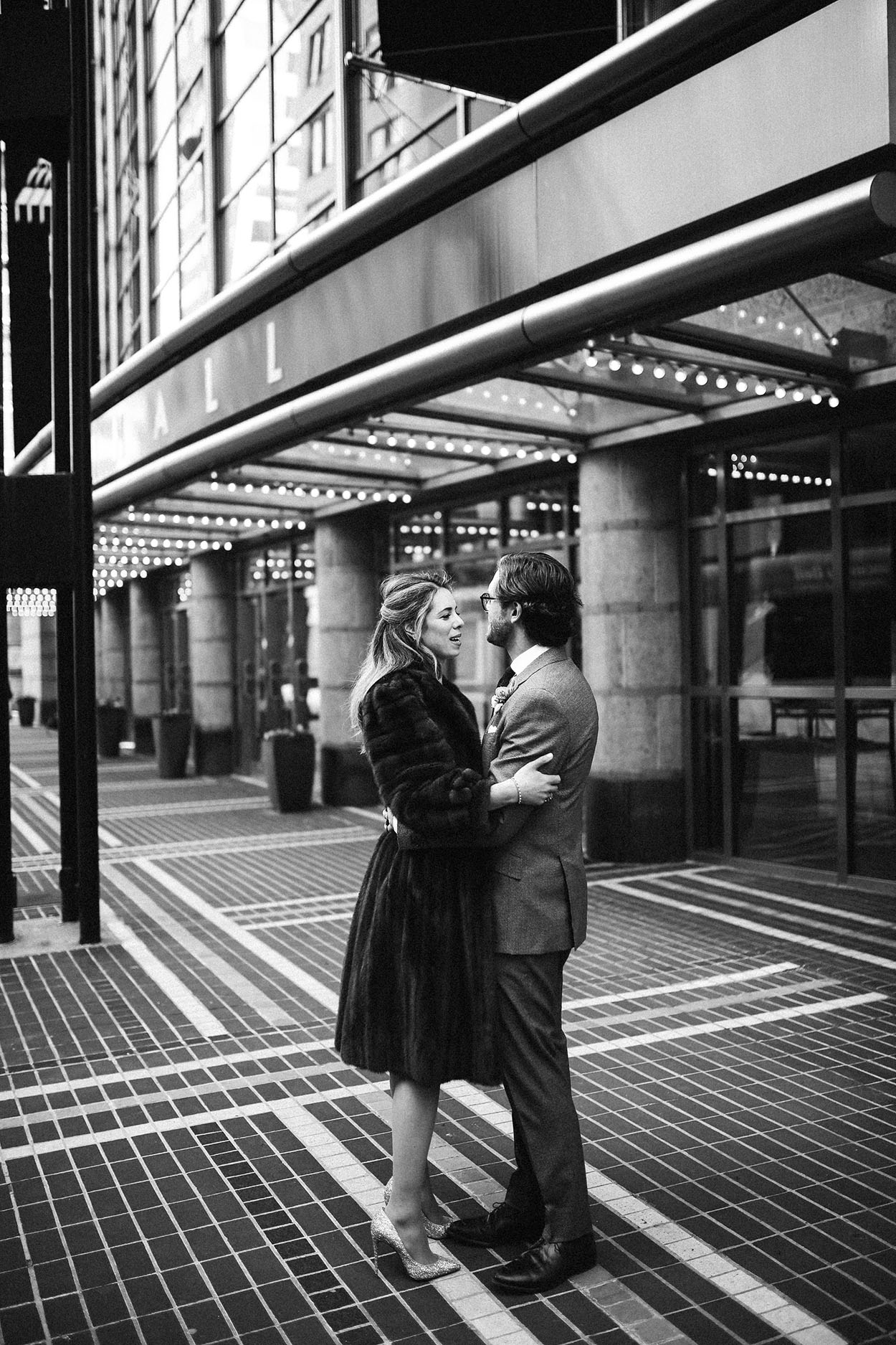bride and groom in downtown cincinnati